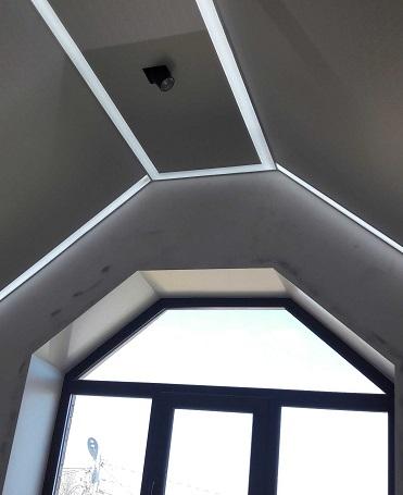 Контурный потолок в мансарде