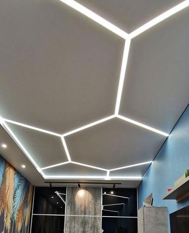 Натяжной потолок со световыми линиями Киев